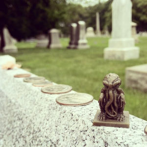 A tiny Cthulhu on Lovecraft's grave